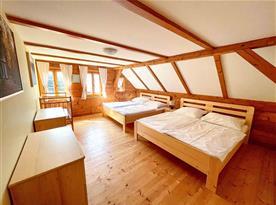 2. ložnice pro 4 osoby s výhledem na zahradu