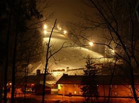 Pohled na lyžařské středisko večer