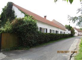 dům,pohled od silnice