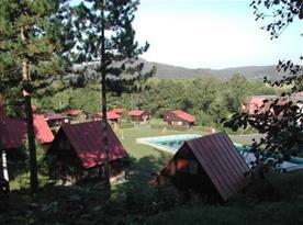 Rekreační středisko se nachází přímo v přírodě mezi klidnými lesy