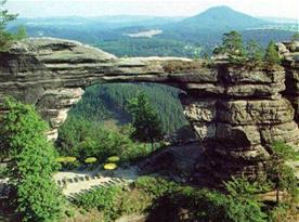 Pravčická brána je jednou z vyhledávaných turistických cílů okolí