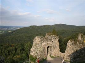 Okolí nabízí široké možnosti turistiky v krásné přírodě