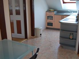 Apartmán č. 3 - kuchyně s jídelním koutem