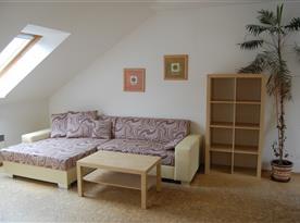 Apartmá č. 2 - obývací pokoj s rozkládací pohovkou