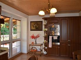 Otevřený obývací pokoj s kuchyní