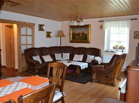 Pohled z kuchyně na obývací pokoj