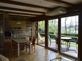 Kuchyň a vstup na terasu