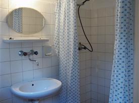 Sprchový kout s umyvadlem