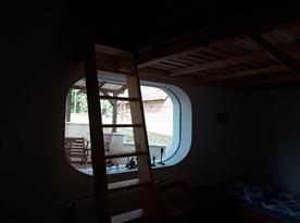 Ložnice D s výhledem na venkovní posezení