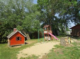 Dětské hřiště u chatek