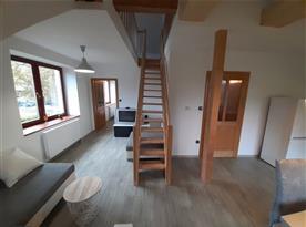 Apartmán Západ - schody do podkroví