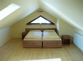 Podkrovní ložnice apartmánu B
