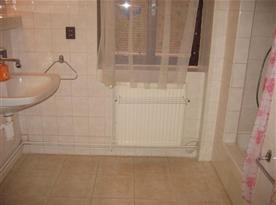 Společná koupelna pro oba pokoje