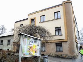 Pohled na dům, ve kterém se nachází apartmán