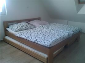 Podkrovní apartmán - lůžka s přistýlkami
