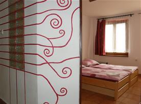 dvoulůžkový pokoj (možnost 2x přistýlka), pohled z chodby