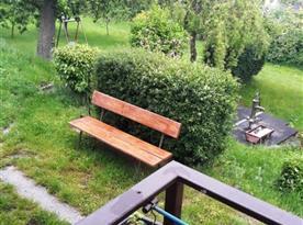 Pohled z verandy do zahrady