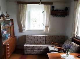 Obývací pokoj průchozí do ložnice