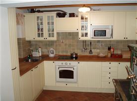 Kuchyň s veškerým vybavením, varnou deskou, lednicí, myčkou