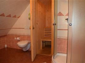Koupelna se sprchou, WC a saunou v podkroví