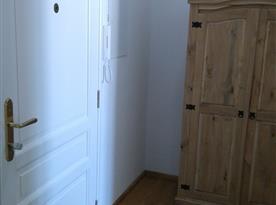 chodbička po vstupu do apartmánu