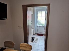 Apartmán v přízemí - pohled do chodby