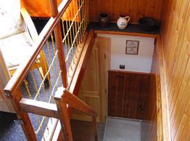 Schodiště z patra do přízemí