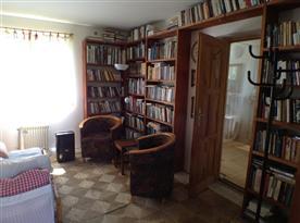 1. ložnice, pohled od vchod.dveří, vpravo koupelna