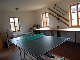 Prostorná garáž se stolním tenisem