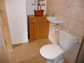 Koupelna s toaletou chalupy části II.