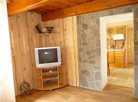 Obývací pokoj s průchodem do kuchyně část II.