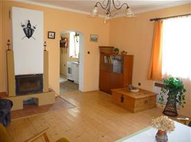 Obývací pokoj chalupy část I. průchod do kuchyně