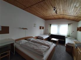 Spodní ložnice se 4 lůžky a 2 přistýlky