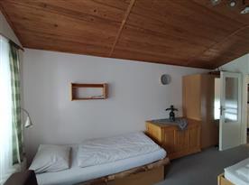 Úložné prostory ve spodní ložnici