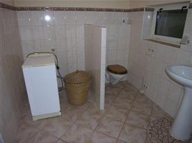 Sociální zařízení s WC a pračkou