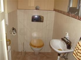 Samostatná toaleta v podkroví