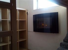 Apartmán v suterénu pro 5 osob-Pokoj s palandou