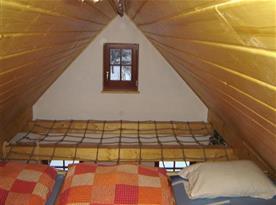 Pokoj ve špici s lůžky