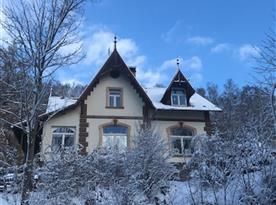 Dům v zimě.