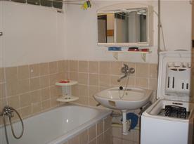 B.Koupelna v patře
