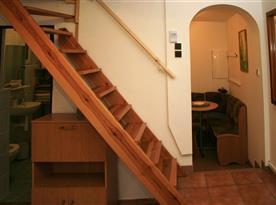 Schodiště do ložnice v podkroví