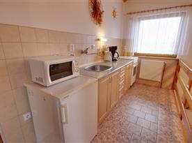 Kuchyňka v podkrovním apartmánu