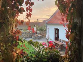 Pohled z domku v zahradě