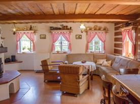 Obývací pokoj s kuchyňským a jídelním koutem