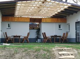 Zastřešená venkovní terasa