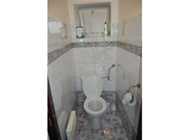 Samostatné WC u koupelny