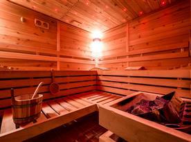 Sauna k dispozici v chalupě.