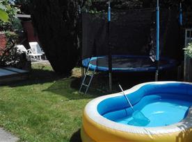 Na požádání lze dohodnout zapůjčení a napuštění  dětského bazénu