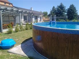 Zahrada,  bazén,  pískoviště,  posezení