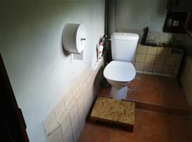 Toaleta v suterénu
